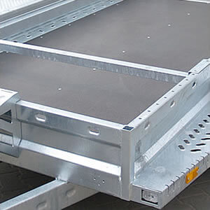 Sliding beam limits the entry. Facilitates correct machine placement for transport purposes.