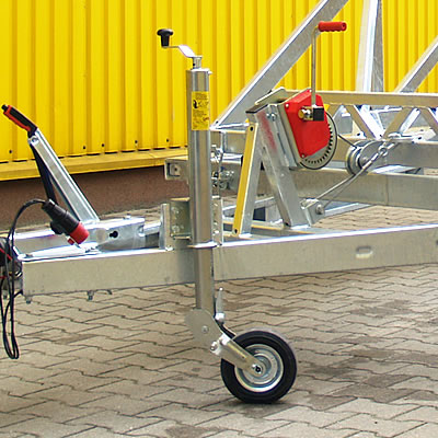 Automatic supporting wheel ensures stable trailer parking.