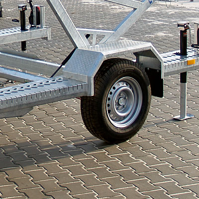 Platforms integrated with mudguards. Provided with anti-slip surfaces. Facilitating drum loading.