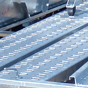 Aluminium loading skids. Light and durable.
