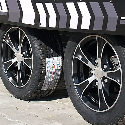 Powder-coated side panels, Alloy rims, Shock absorbers (option).